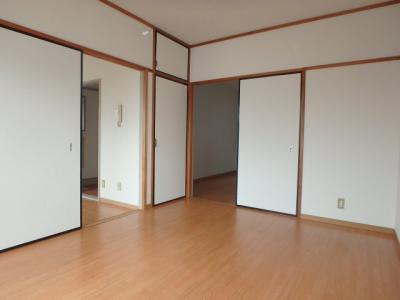 大島 ビバリーガーデン大島A 2DK 洋室