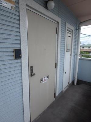 大島 ビバリーガーデン大島A 2DK 玄関