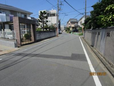 【前面道路含む現地写真】鴻巣市本町8丁目 新築一戸建て全1棟