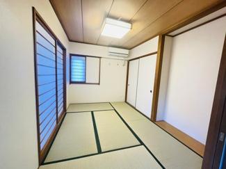 メイゾン千葉 吊戸棚付きのシステムキッチンです♪