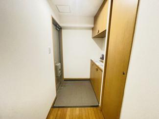 メイゾン千葉 下駄箱付きのシンプルな玄関です。