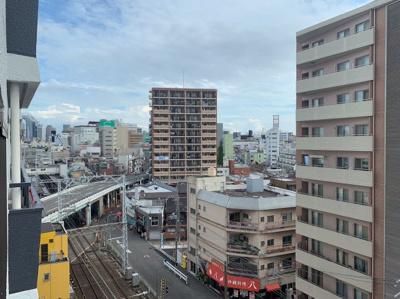バルコニーからの眺めです。街並みが見えます。