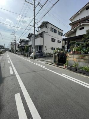 付近の道路も広々としており、交通量も少なめですので通勤通学安心です。