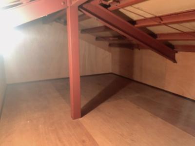 屋根裏収納です。広々としています。