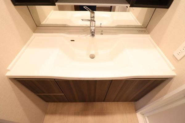 【洗面】スタイリッシュでお掃除がしやすい洗面台となっております!