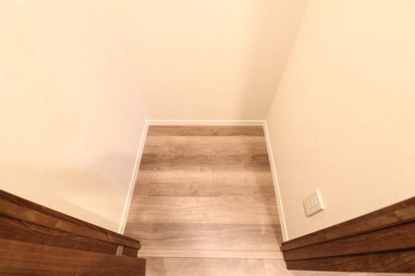 【収納】廊下には約0.5帖の納戸収納付き!