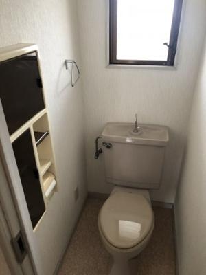 窓のあるトイレです