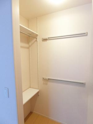 リビングダイニングキッチンには収納スペース2ヶ所付き♪お部屋がすっきり片付いて快適に!※参考写真※