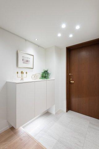 レジオン白金クロスアクシスコート:玄関にはシューズボックスがあり靴もスッキリ収納可能です!