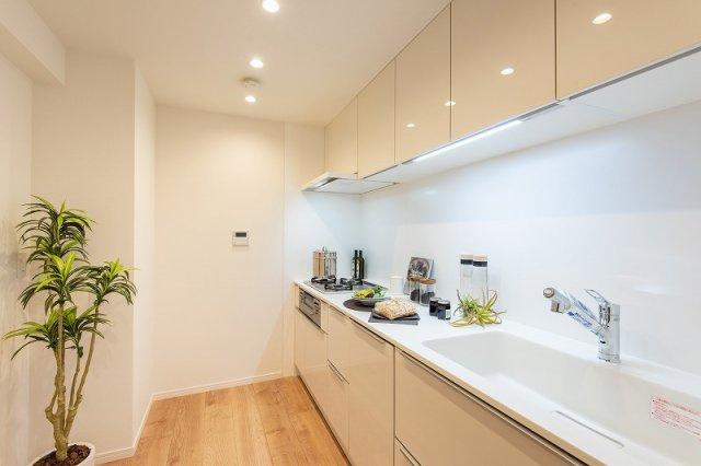 レジオン白金クロスアクシスコート:約3.7帖のキッチンには床暖房が付いております!