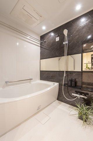 レジオン白金クロスアクシスコート:雨の日のお洗濯ものを干すにも便利な浴室乾燥機・追い焚き機能付き浴室です!