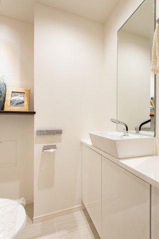 レジオン白金クロスアクシスコート:トイレには洗面台が付いております!