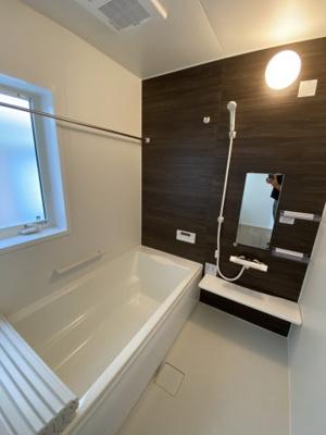 浴室暖房乾燥機付きの快適なユニットバス ※令和3年7月現地撮影