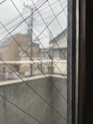 窓は複層ガラスなので冷暖房の効率が良いです(同タイプ別室の画像です)