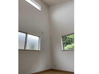 窓が2重サッシになっています。 断熱性、防音性に優れた快適な居住空間を提供します。