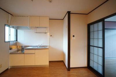 キッチンは2口ガスコンロ設置可能♪