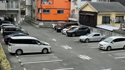 平面駐車場。空き状況は随時確認☆