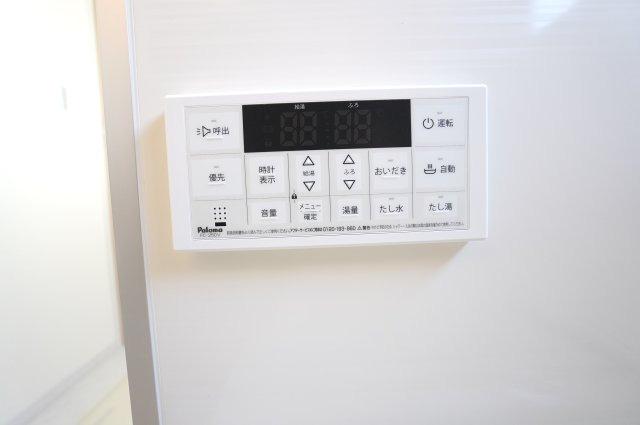 【同仕様施工例】追い焚き機能で、お湯がぬるくなってしまった場合も、すぐに温めなおすことができます。