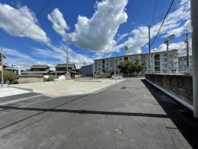 【前面道路含む現地写真】三木市別所町高木第5 Ⅰ期 4号棟
