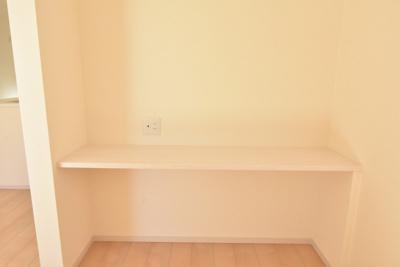家事やリモートワーク、スタディスペースなどに使えるカウンター付き!