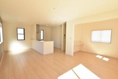 【居間・リビング】鴻巣市天神2丁目 新築分譲住宅全2棟