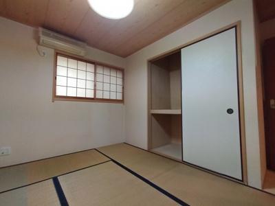 1階和室:南と北の両面採光が入るお部屋です。 客間にもなる和室があると便利ですね♪