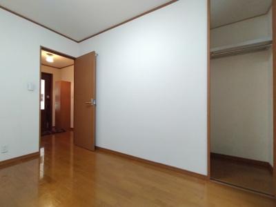 1階洋室(5.0帖):1階に2部屋あるので、2世帯住宅としてもご利用いただけますね♪