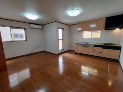 2階LDK(15帖):水廻りが全て2階にあるので、家事動線がよく、自然とご家族が集まる間取となっております◎