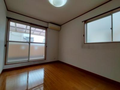 3階洋室(6.0帖):南と西の2面採光が入る明るいお部屋です。