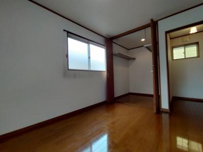3階洋室(6.0帖):こちらのお部屋には大容量のウォークインクローゼットがございます。