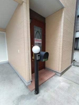 テレビモニターインターフォン付 玄関扉も素敵ですね♪