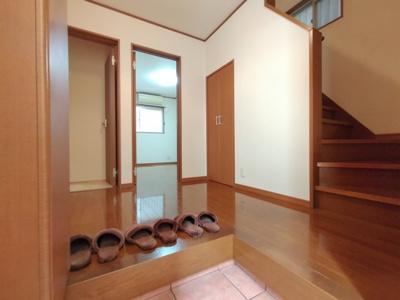 お家の顔とも言われる玄関。ゆとりの玄関スペースでお客様をお迎えいただけます。