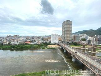 11階部分からの眺望です♪武庫川を望む素敵な眺望で癒されます(^^)