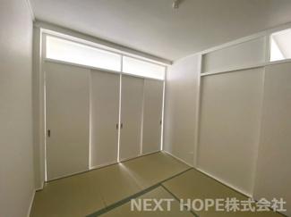 真ん中の和室4.5帖です♪建具をオープンにしていただくと和室8帖の大空間を確保できます(^^)