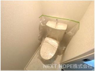新品のトイレです♪温水洗浄便座です!