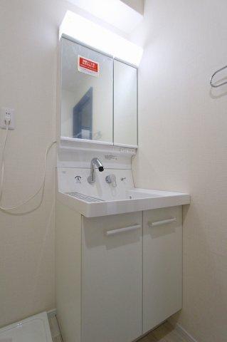 独立洗面台、小物を置くことができて便利です:リフォーム完了済♪平日も内覧出来ます♪八潮新築ナビで検索♪