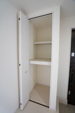 【同仕様施工例】1階廊下 掃除用具など入れておくのに便利です。