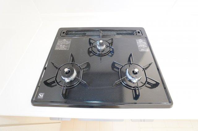 【同仕様施工例】3口コンロで同時にお料理ができます。