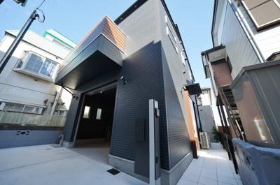 ビルトインガレージ付きの2階建住宅です