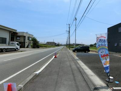 【前面道路含む現地写真】潮来市潮来 第2 新築戸建 1号棟