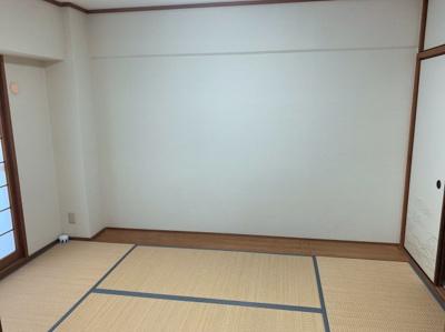 落ち着いた雰囲気の和室付きです。6帖あります。
