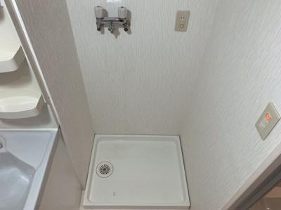 室内に洗濯機もおけます。スペースが確保されているのでスッキリ収納できます。