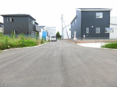 【前面道路含む現地写真】稲敷郡阿見町31期 うずらの 新築戸建 1号棟