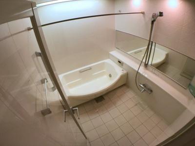 お風呂も広くとってありますのでお子様と一緒に入ることが出来ます♪ 浴室乾燥機付きですので梅雨の時期などでも安心して洗濯をする事が出来ます♪