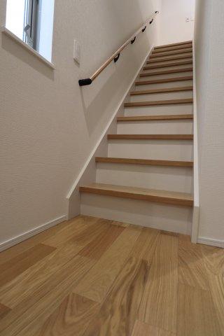 階段も狭くなく手すりがついているので上り下りが楽です