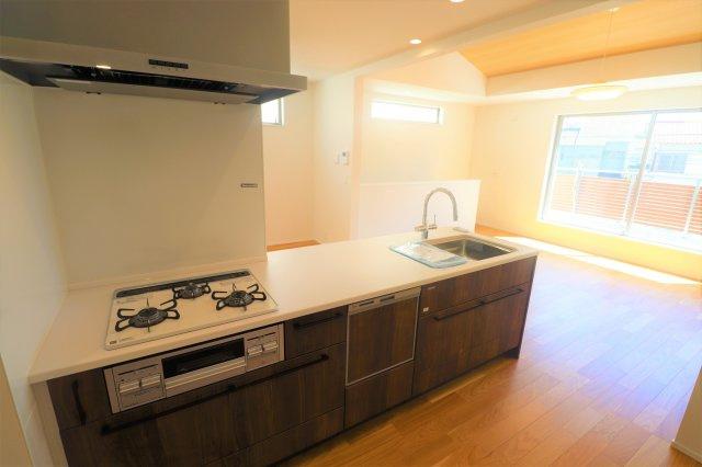 食洗器がついた最新式のキッチン 作業スペースも広く作られてます