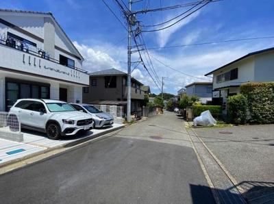 【前面道路含む現地写真】藤沢市本藤沢3丁目 新築