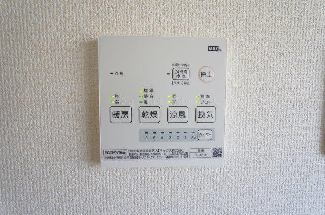 【同仕様施工例】花粉、梅雨の時期に洗濯物を外に干せない時、浴室乾燥機があれば便利です。