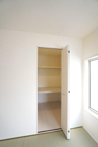 【同仕様施工例】奥行きの広い押入れです。お布団や季節物の家電等たっぷり収納できます。