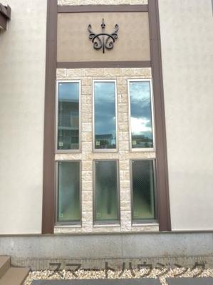 タイルと窓がとてもおしゃれです。